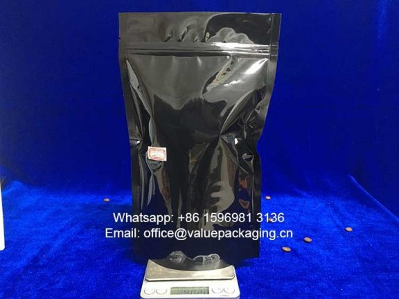 filled-effect-for-400grams-coffee-beans-into-glossy-black-coffee-bag