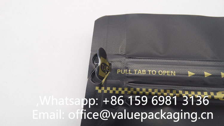 tab-zipper-on-coffee-pouch